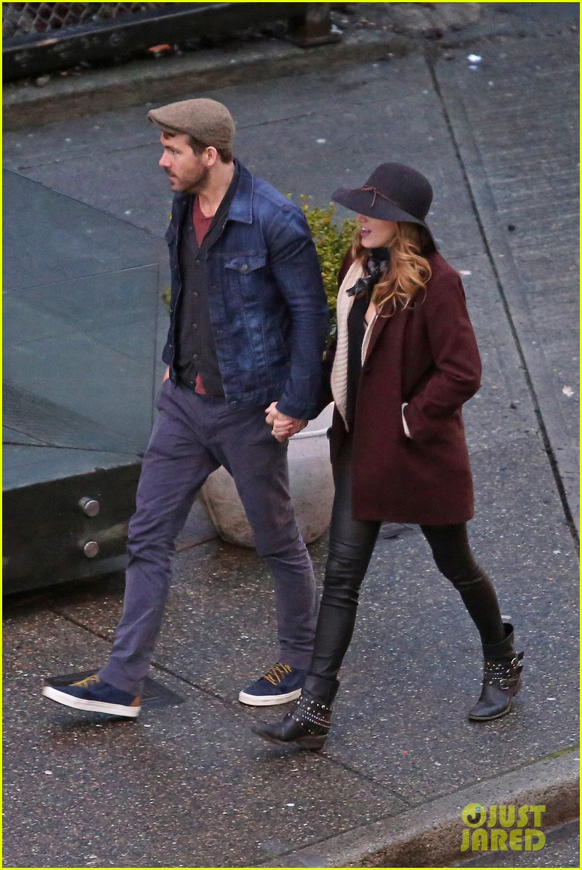 blake lively ryan reynolds hold hands most adorable couple 153086055
