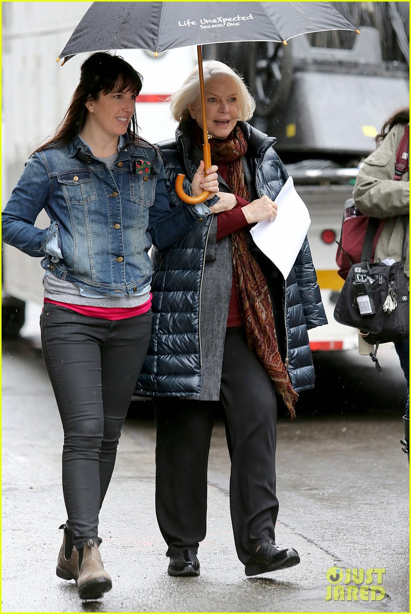 blake lively on screen mom ellen burstyn lunch in character 043084622