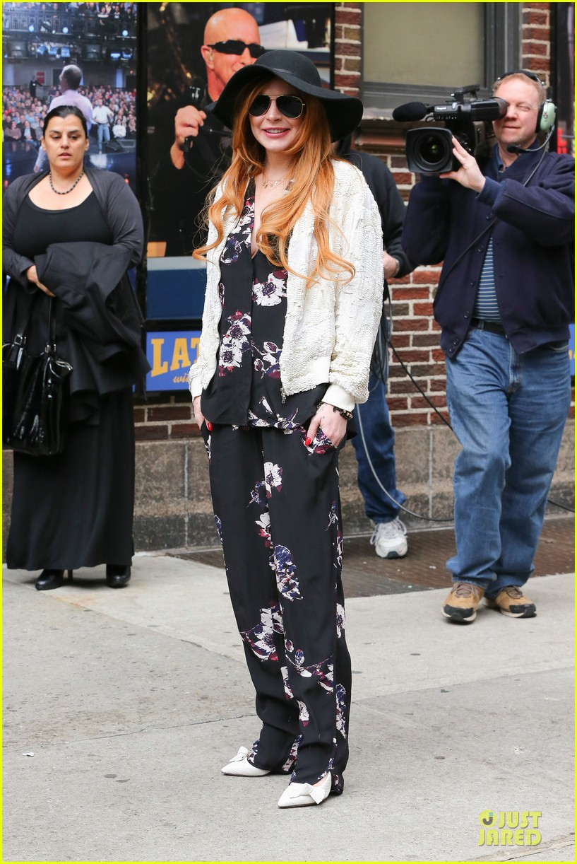 lindsay lohan brings music letterman 053086500