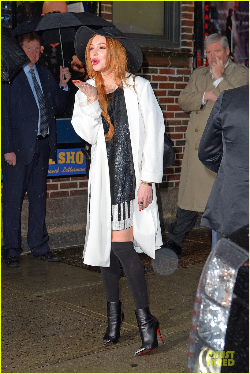 lindsay lohan brings music letterman 153086510