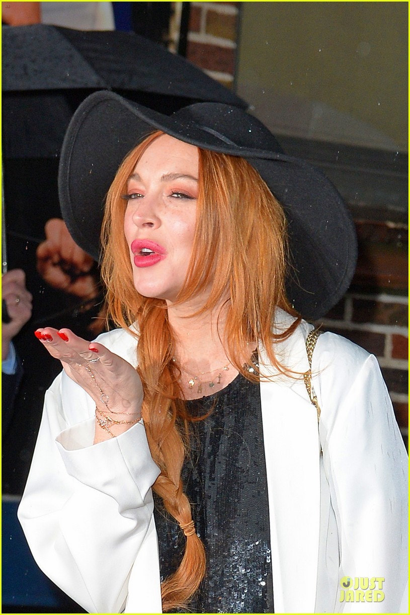 lindsay lohan brings music letterman 173086512