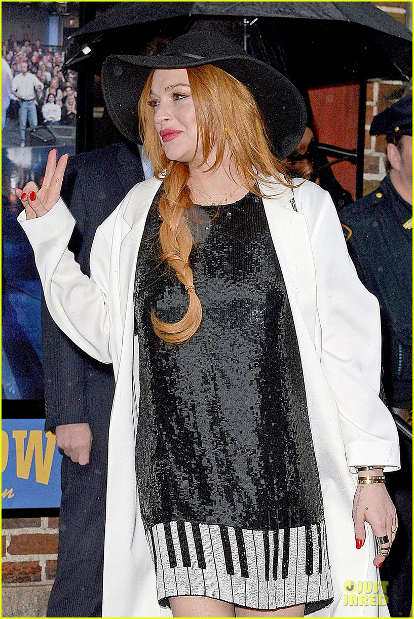 lindsay lohan brings music letterman 193086514
