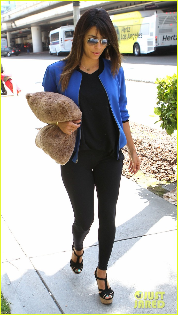 eva longoria returns to l a just in time for devious maids 01