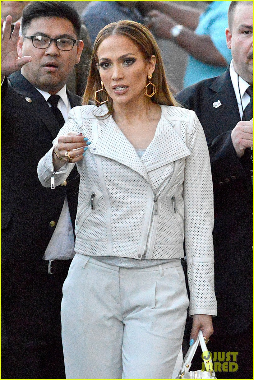 jennifer lopez teaches jimmy kimmel the words to i luh ya papi 063101259
