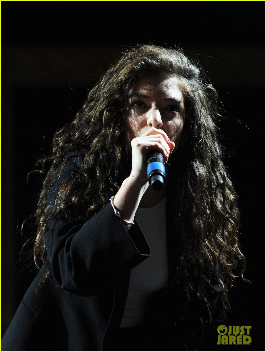 lorde means business second coachella performance 033095754