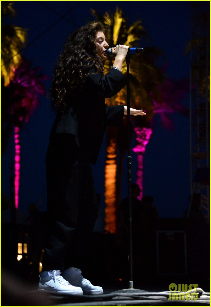 lorde means business second coachella performance 04