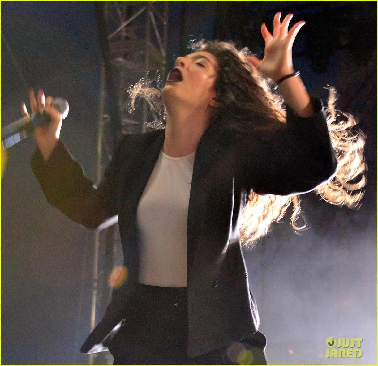 lorde means business second coachella performance 06