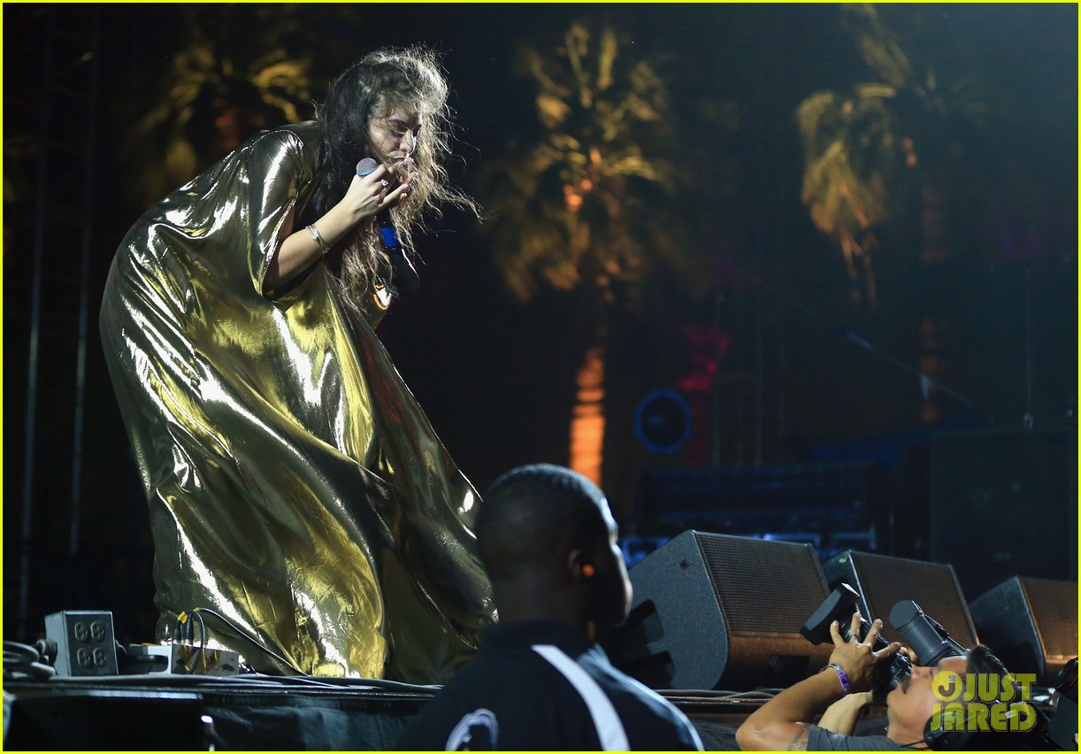 lorde sandstorm coachella 2014 performance 063090469