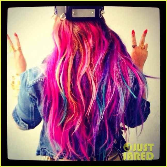 Demi Lovato Shows Off Colorful Clip On Hair Extensions Photo