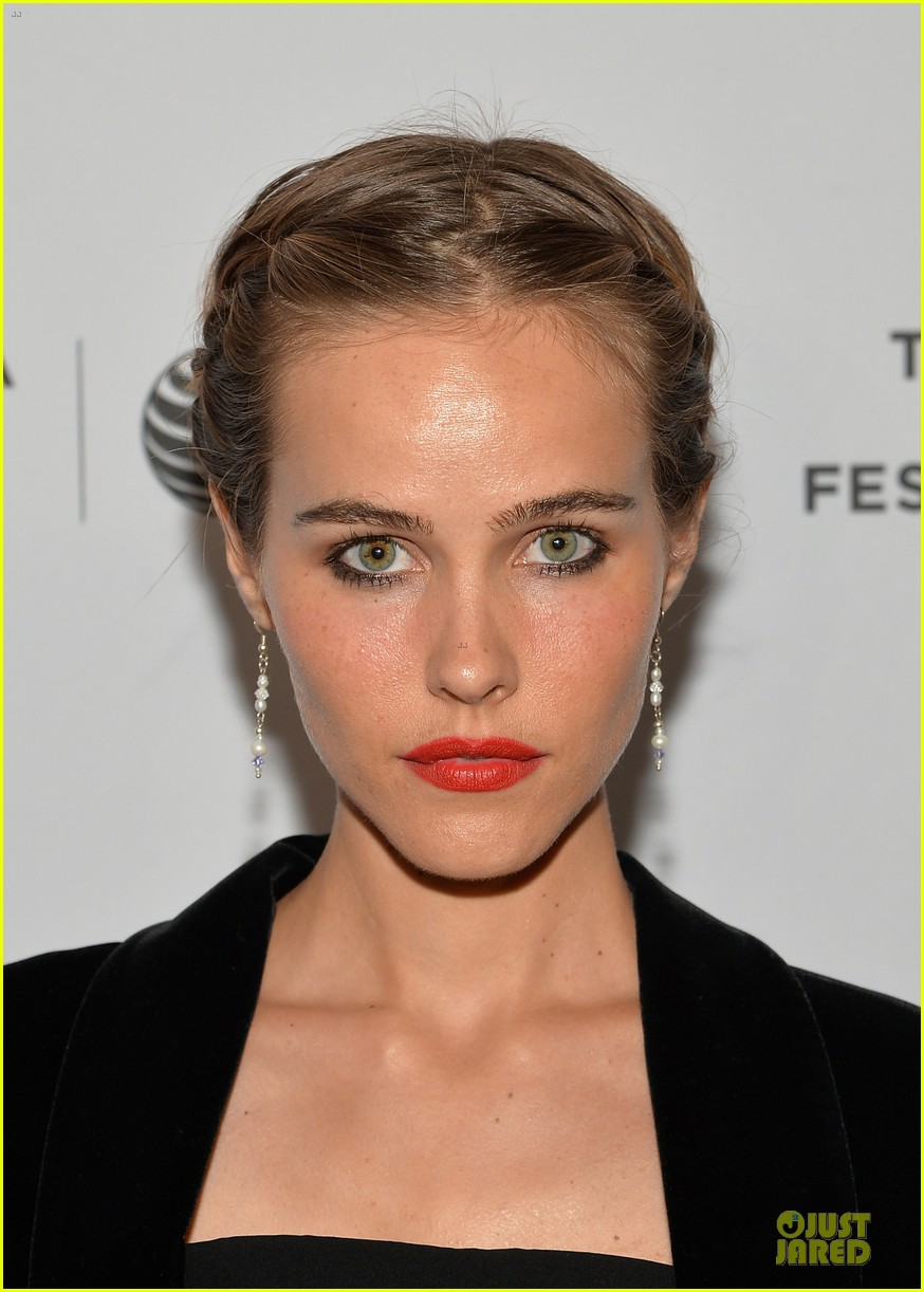 isabel lucas jim sturgess bring electric slide to tribeca 04