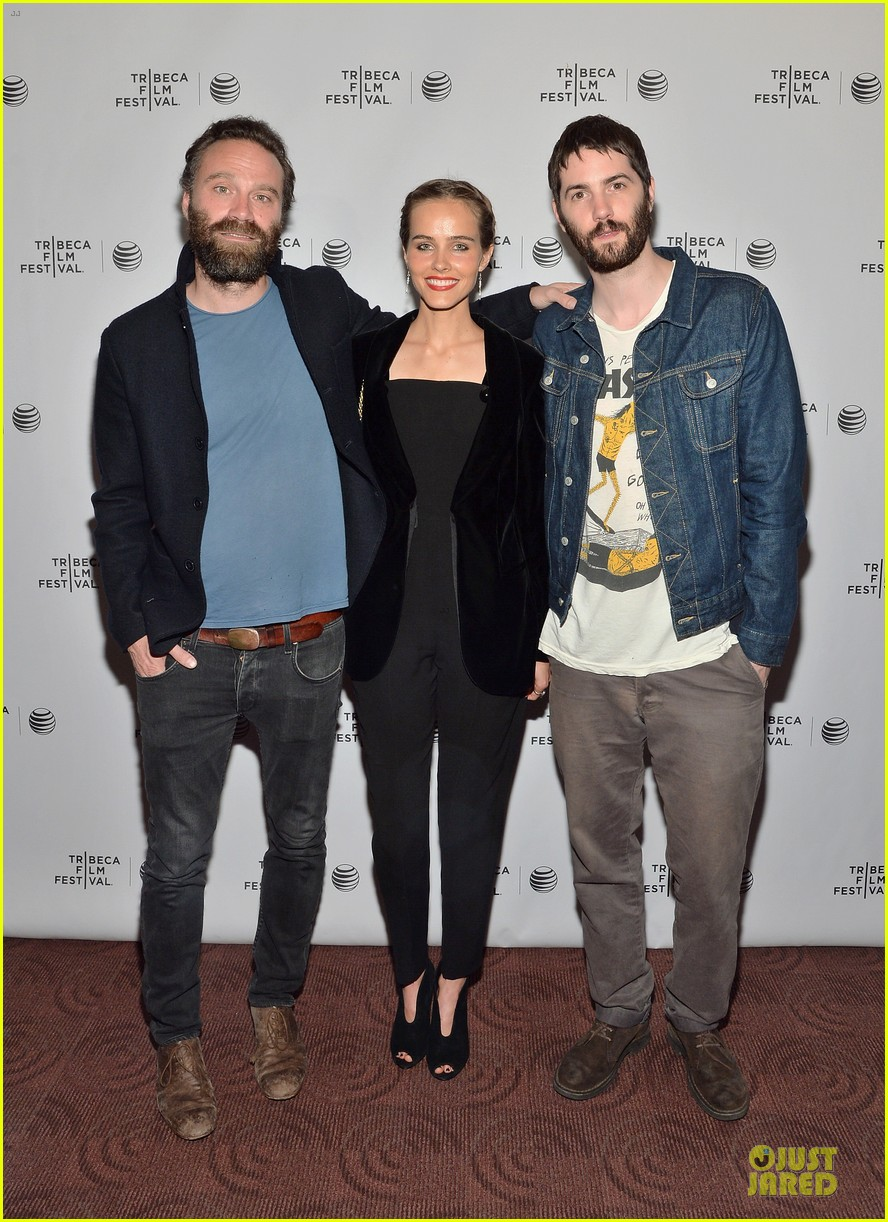 isabel lucas jim sturgess bring electric slide to tribeca 053097048