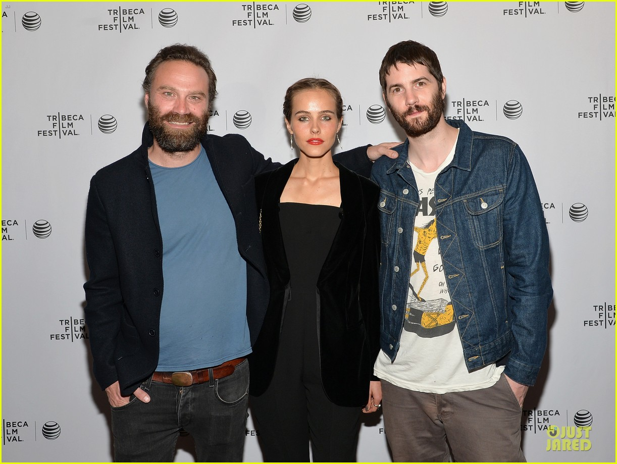 isabel lucas jim sturgess bring electric slide to tribeca 103097053
