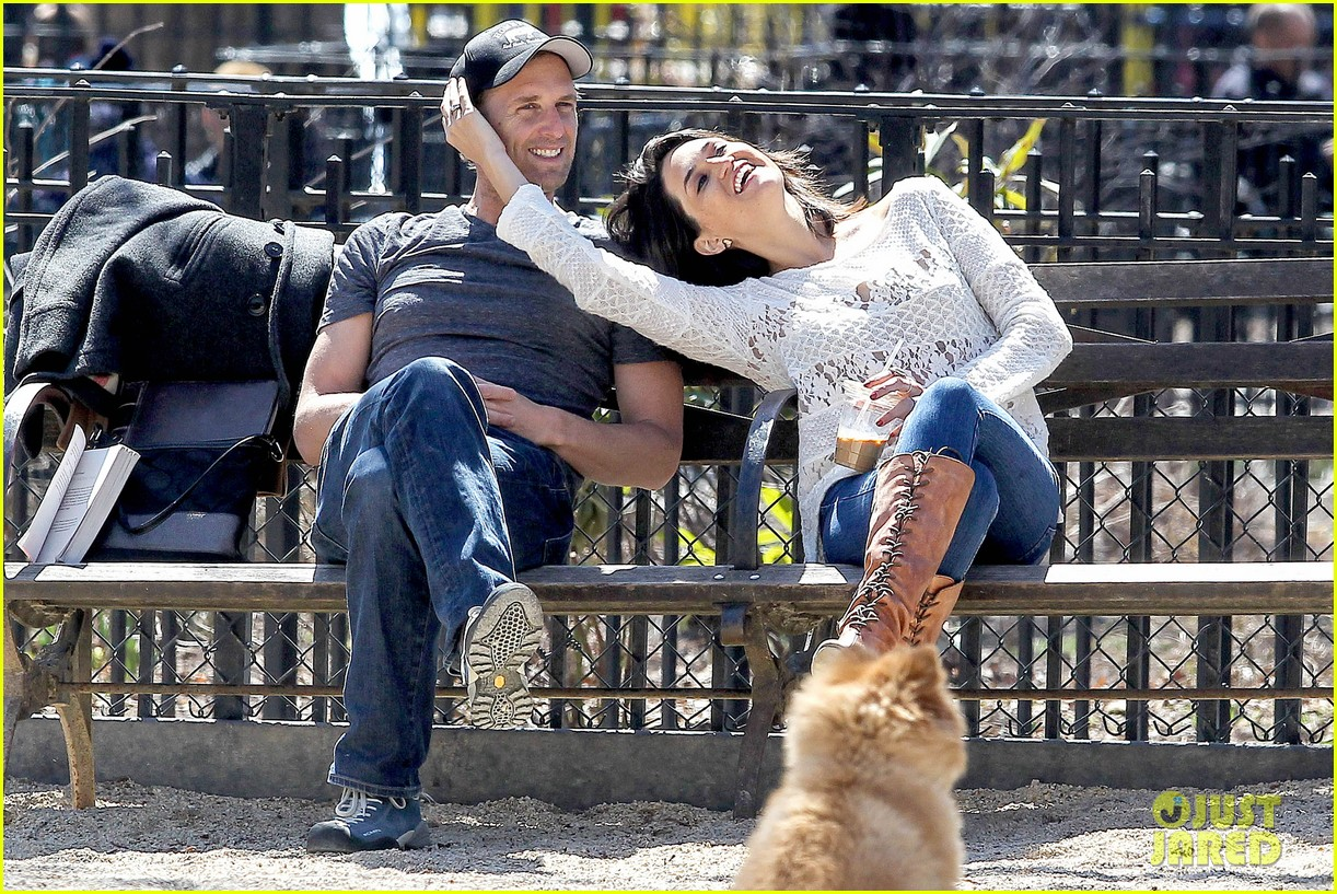 josh lucas jessica ciencin henriquez look very lovey dovey after divorce announcement 023084581