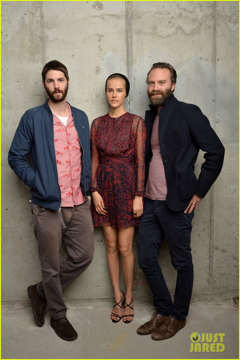 isabel lucas is picture perfect with jim sturgess at tribeca film fest 02