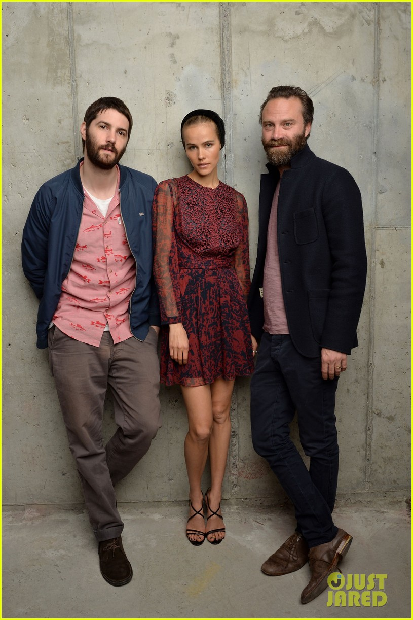 isabel lucas is picture perfect with jim sturgess at tribeca film fest 053098101