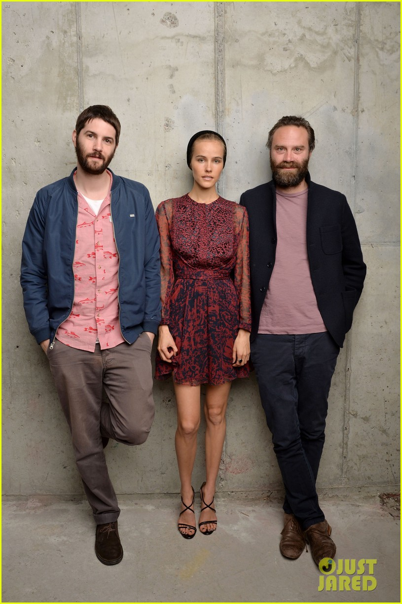 isabel lucas is picture perfect with jim sturgess at tribeca film fest 06