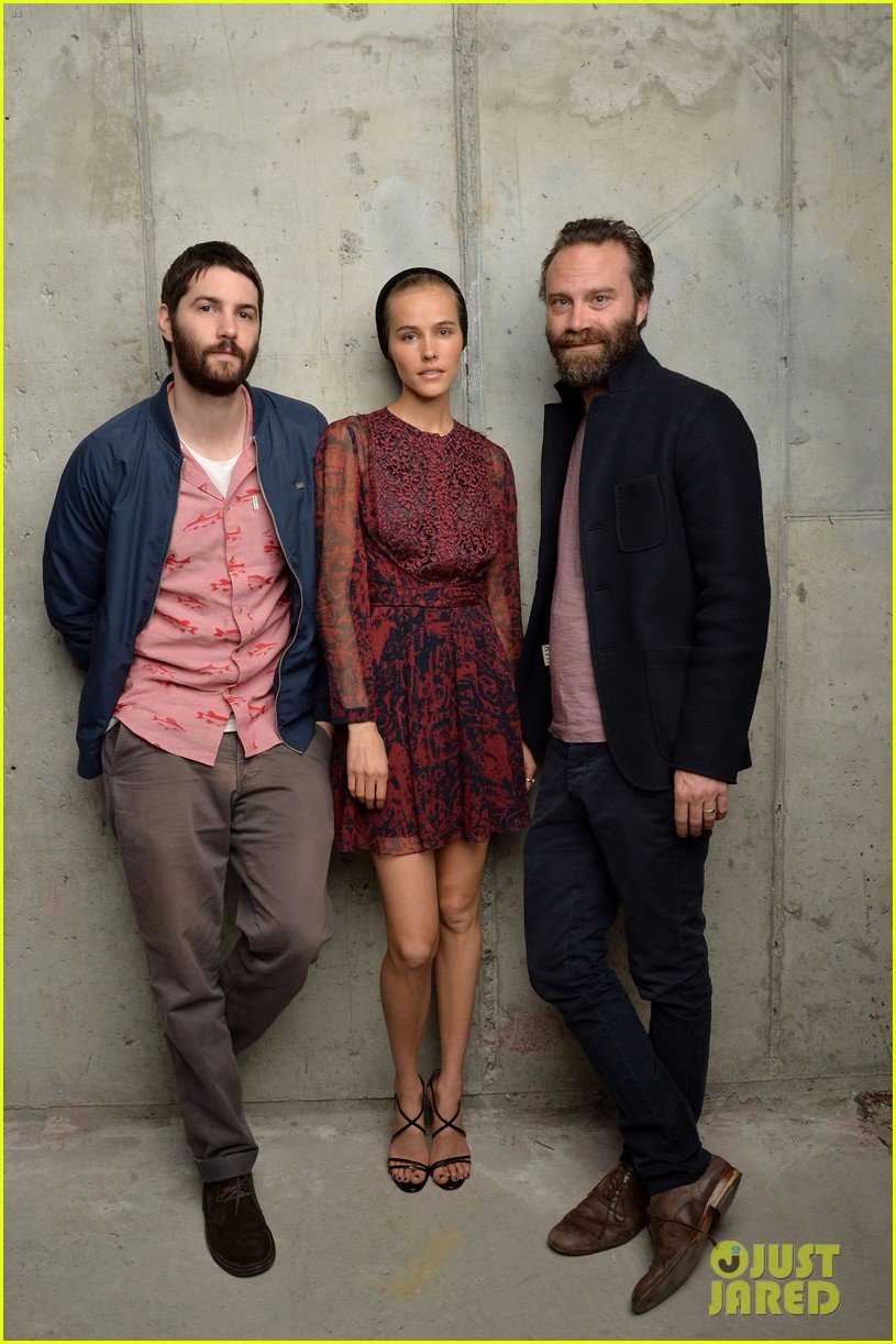 isabel lucas is picture perfect with jim sturgess at tribeca film fest 083098104