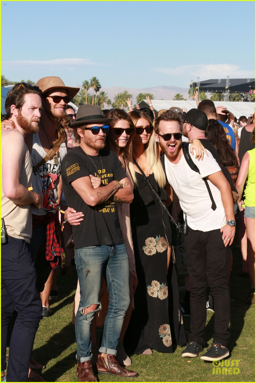 kellan lutz gun show at coachella 03
