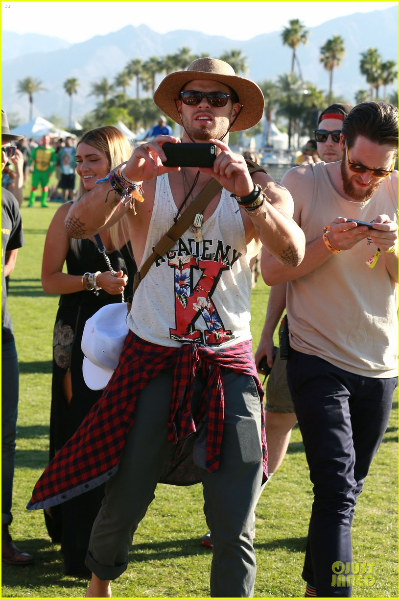 kellan lutz gun show at coachella 11