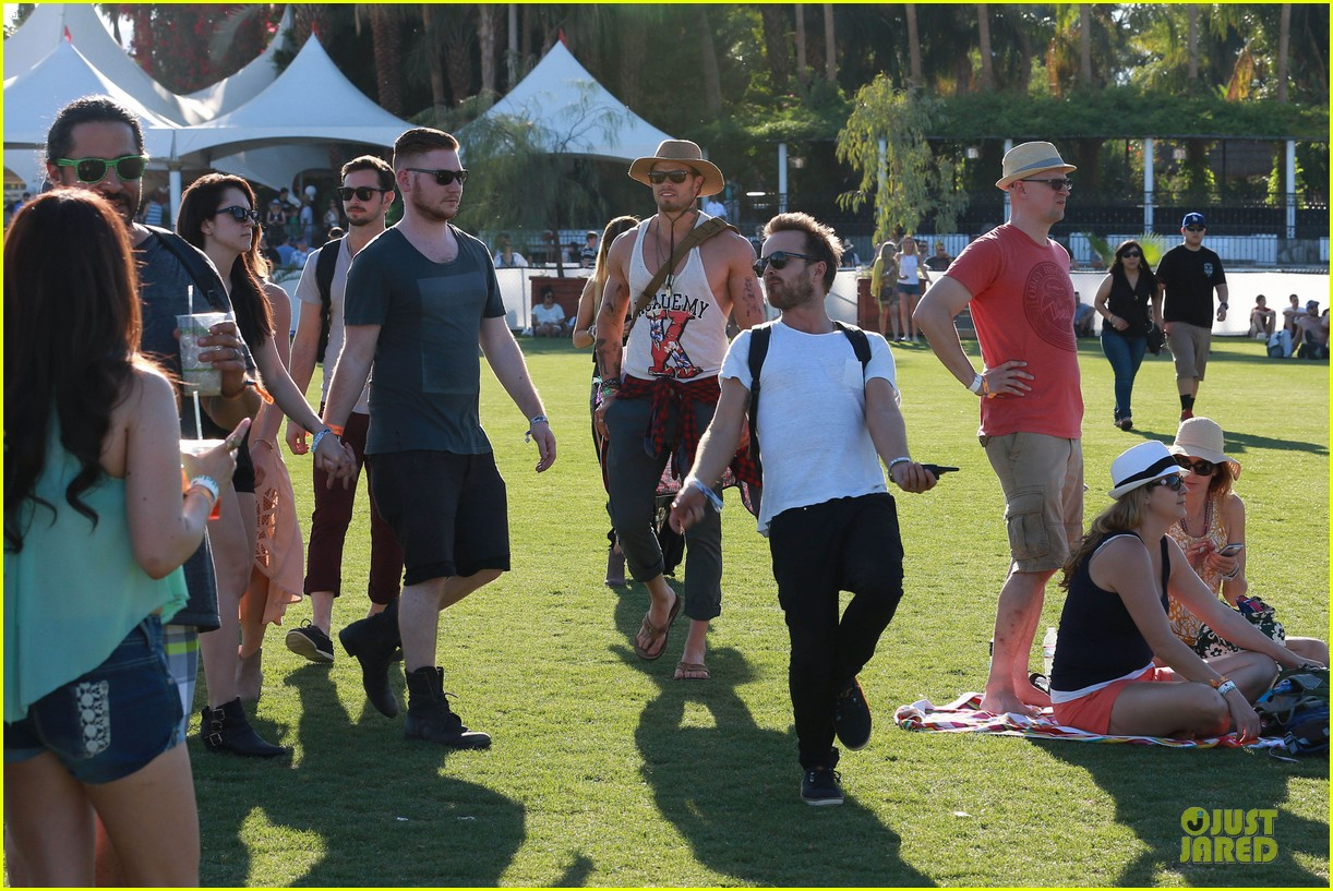 kellan lutz gun show at coachella 223089796
