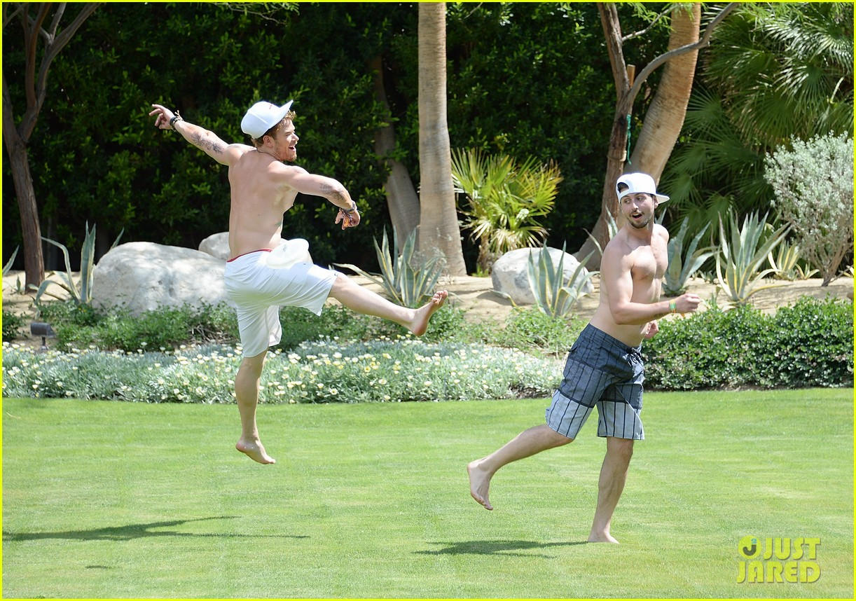 kellan lutz ashley greene show off beach bodies coachella pool party 16