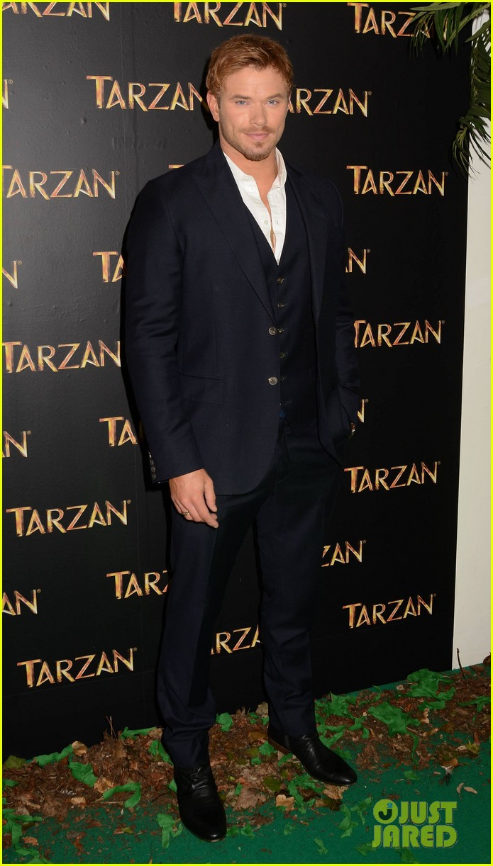 kellan lutz makes one fans day at tarzan ireland premiere 07