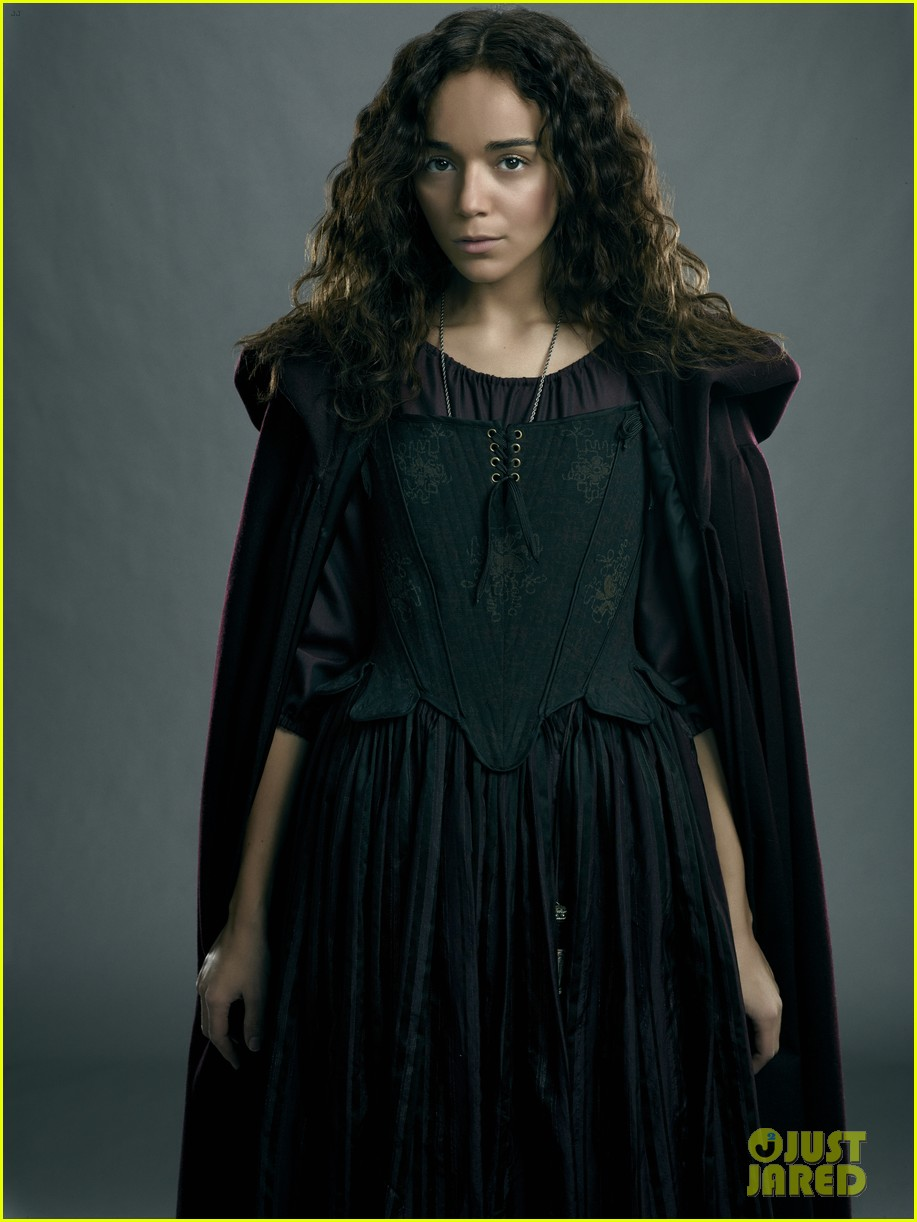 ashley madekwe gets witchy in exclusive salem still 013094383