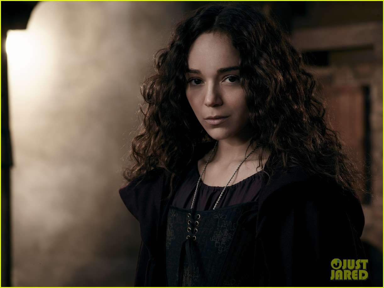 ashley madekwe gets witchy in exclusive salem still 103094392