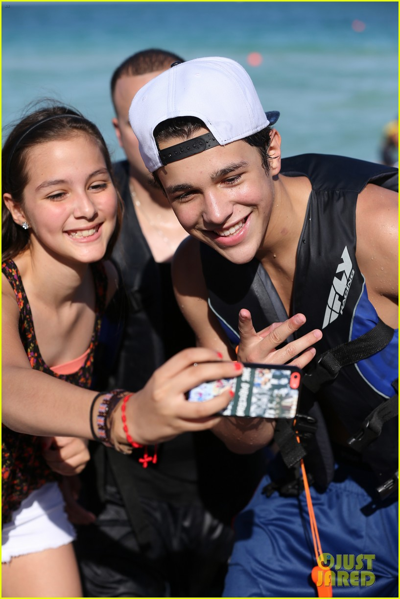 austin mahone shirtless beachside selfies with fans 093085283