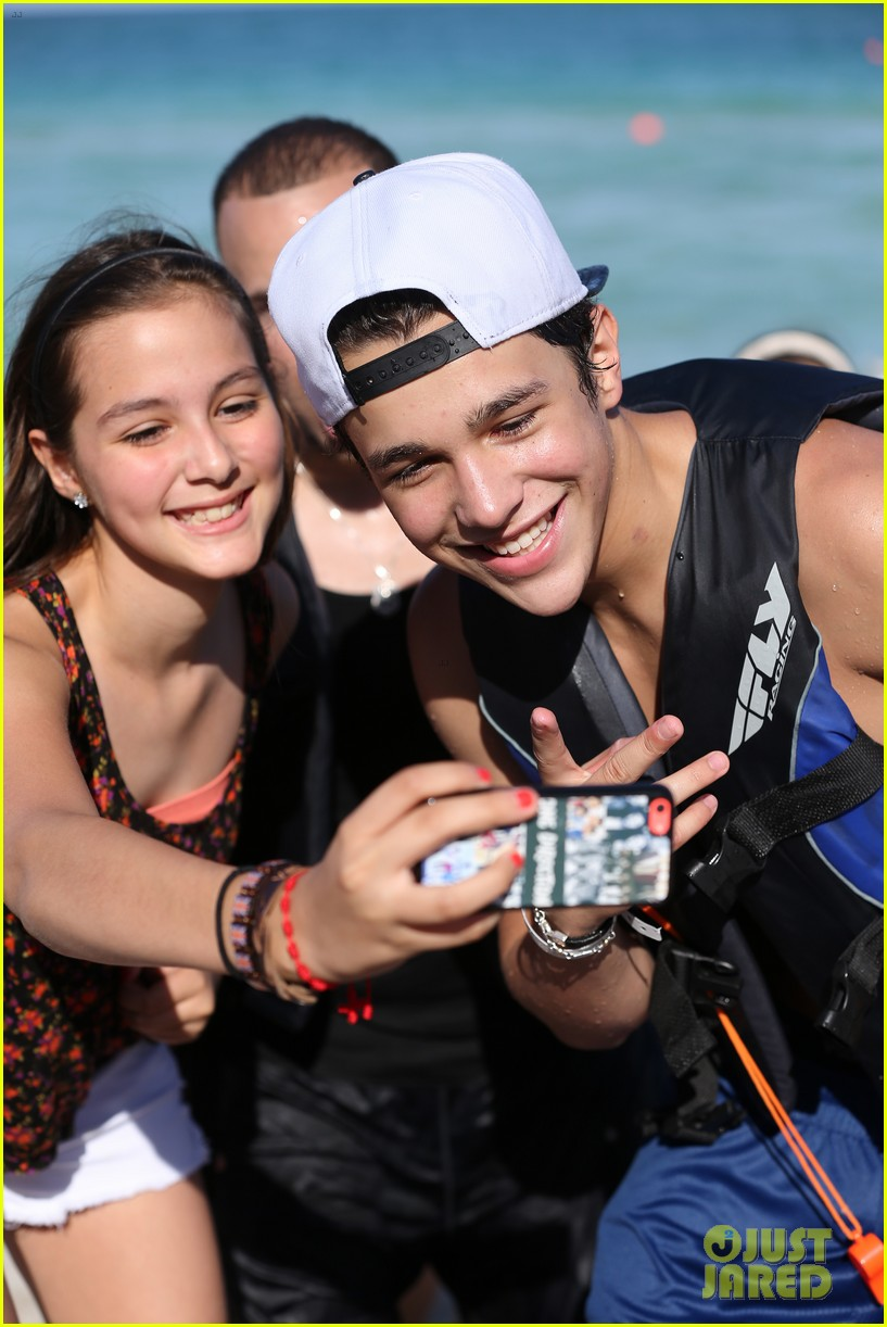 austin mahone shirtless beachside selfies with fans 223085296