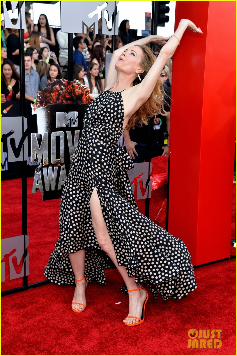 leslie mann brings the whole family to the mtv movie awards 2014 013091108