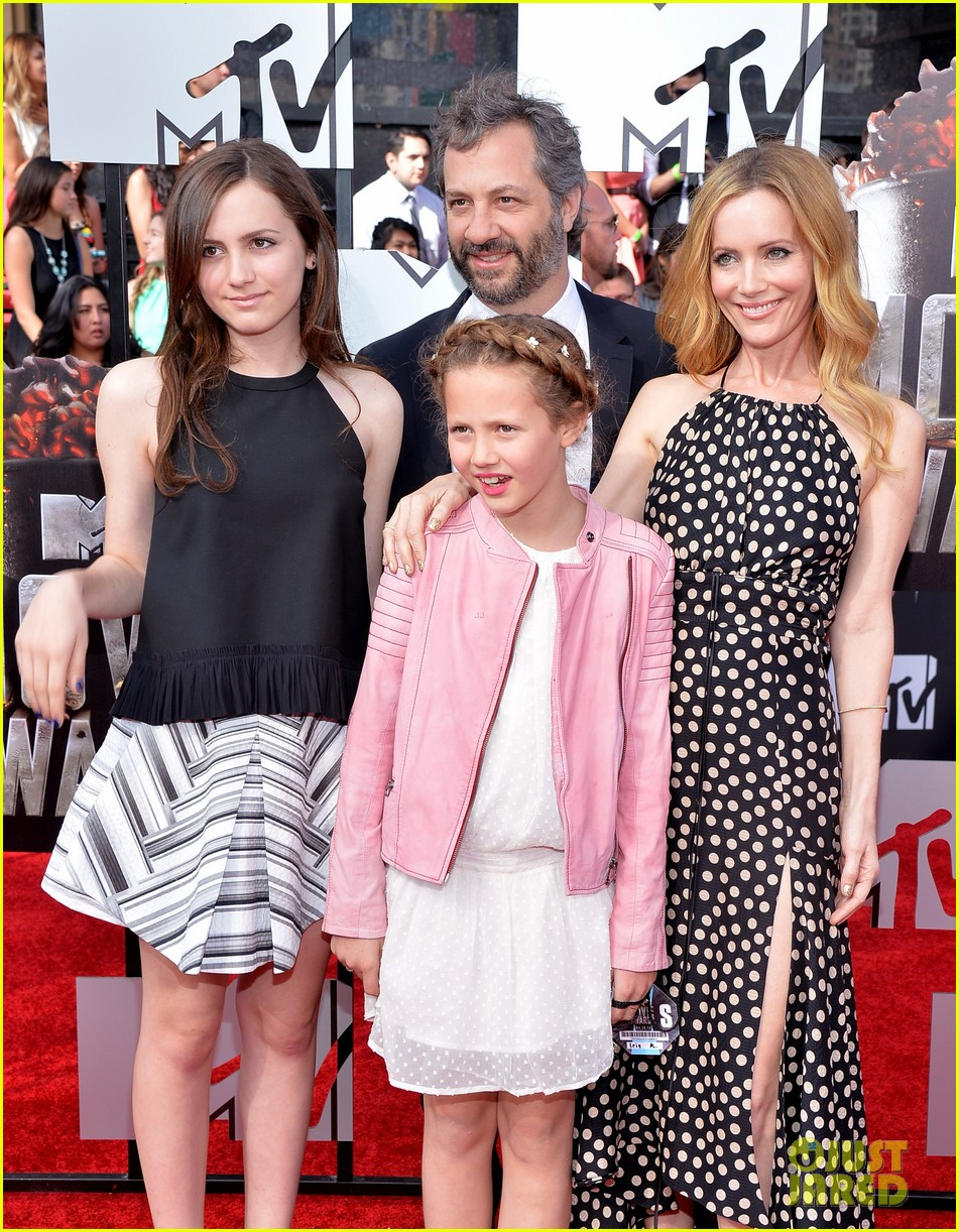 leslie mann brings the whole family to the mtv movie awards 2014 023091109