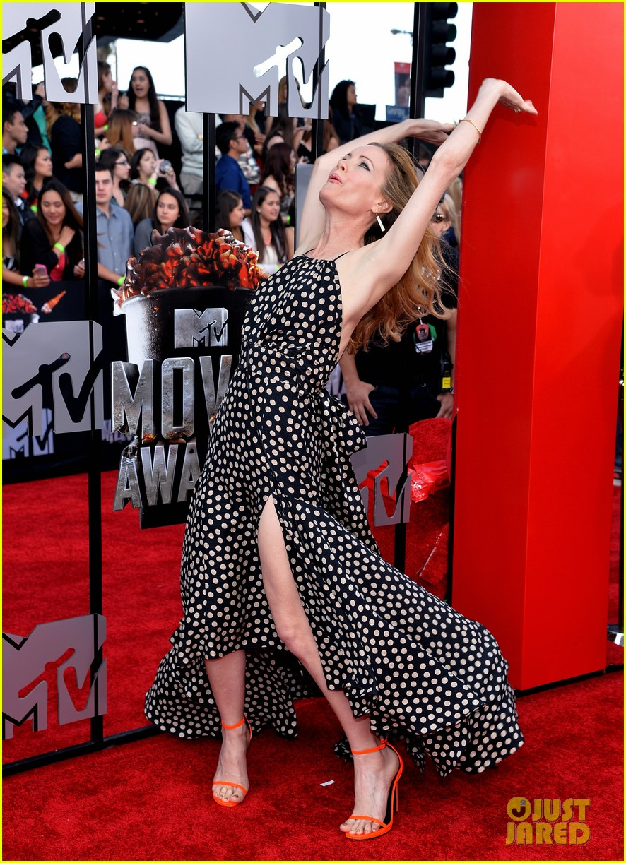 leslie mann brings the whole family to the mtv movie awards 2014 053091112