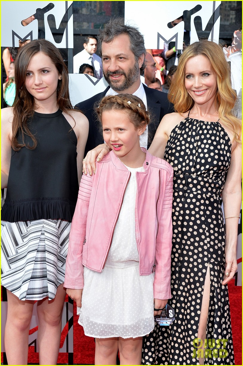 leslie mann brings the whole family to the mtv movie awards 2014 103091117