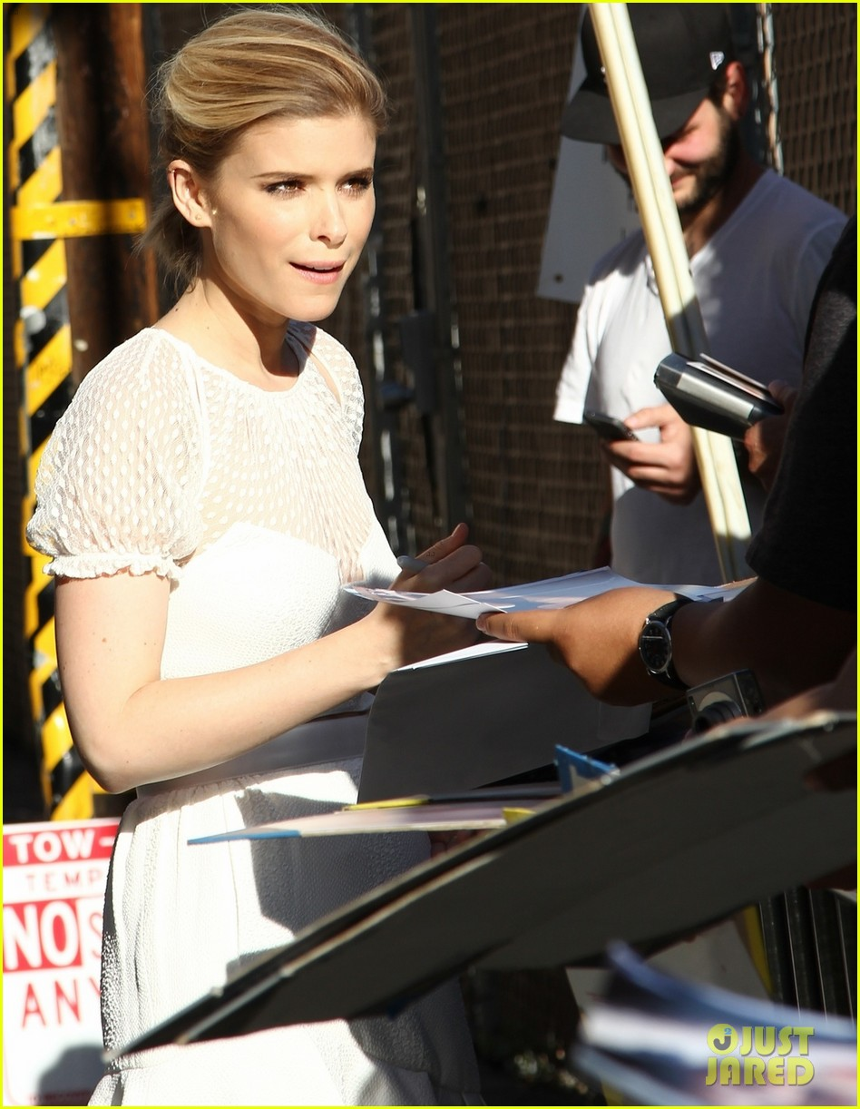kate mara plays name that famous celebrity with tracy morgan 023087450