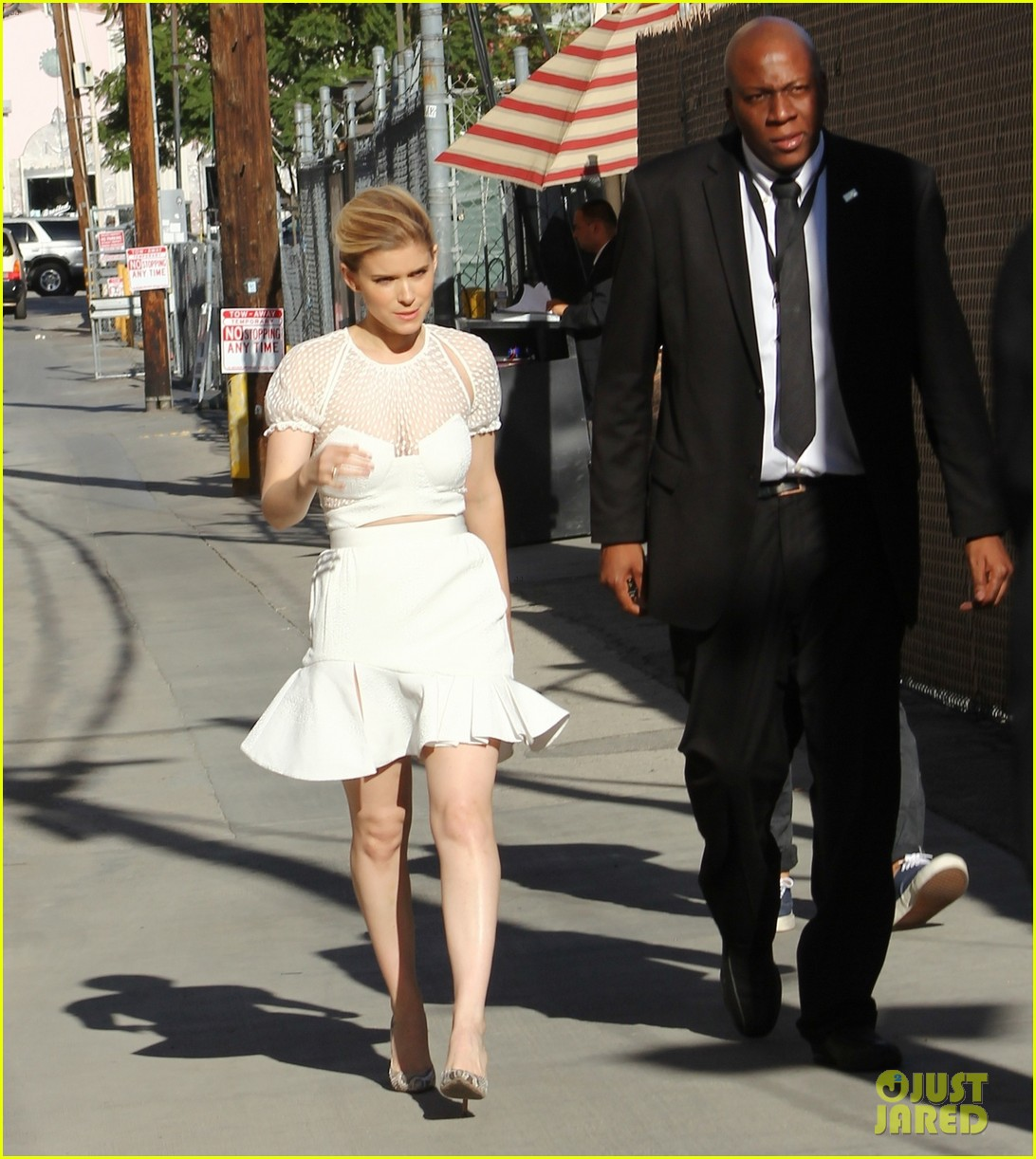 kate mara plays name that famous celebrity with tracy morgan 033087451