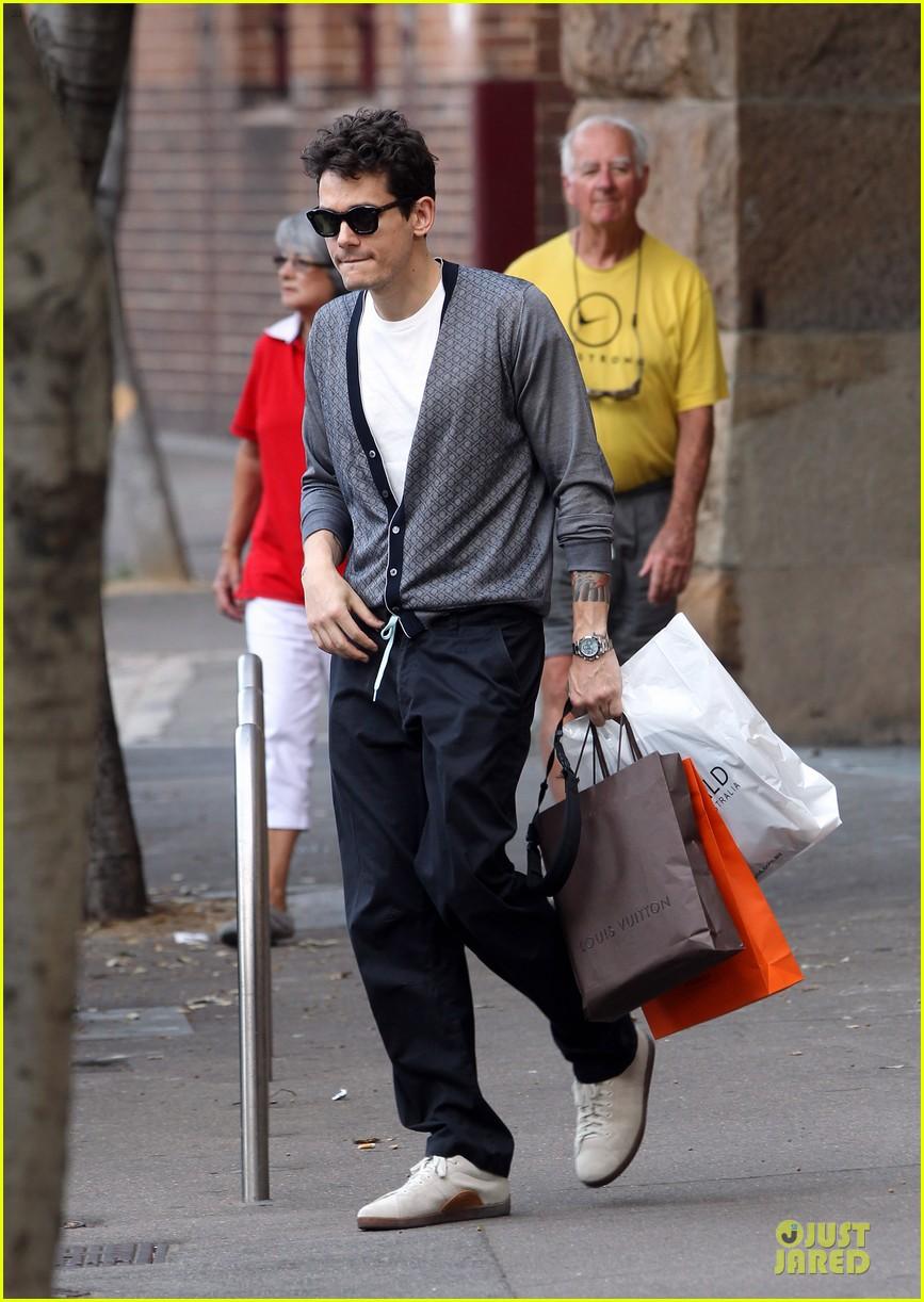john mayer multitasking shopper in australia 053099629