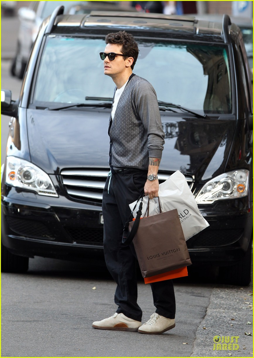 john mayer multitasking shopper in australia 103099634