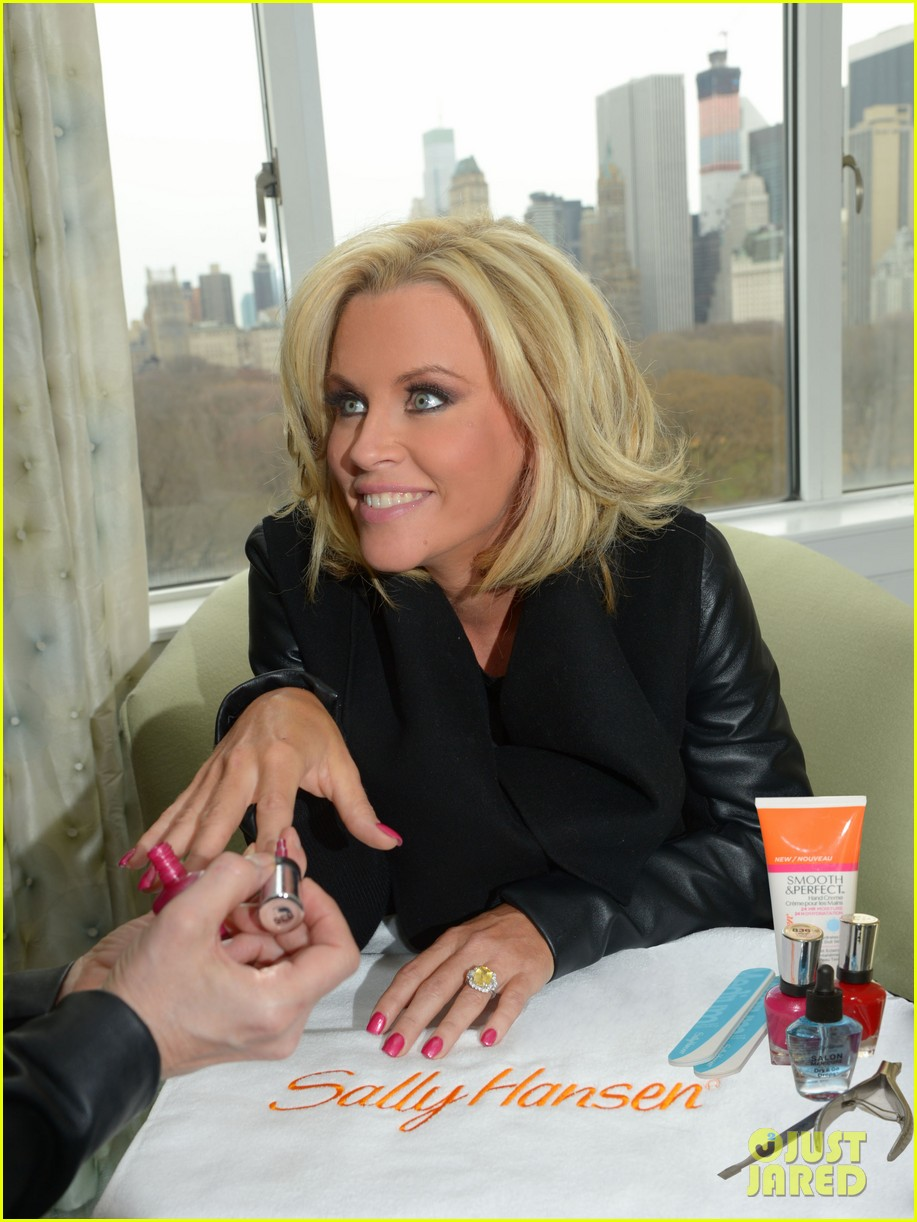 jenny mccarthy donnie wahlberg engaged see huge engagement ring 013093323