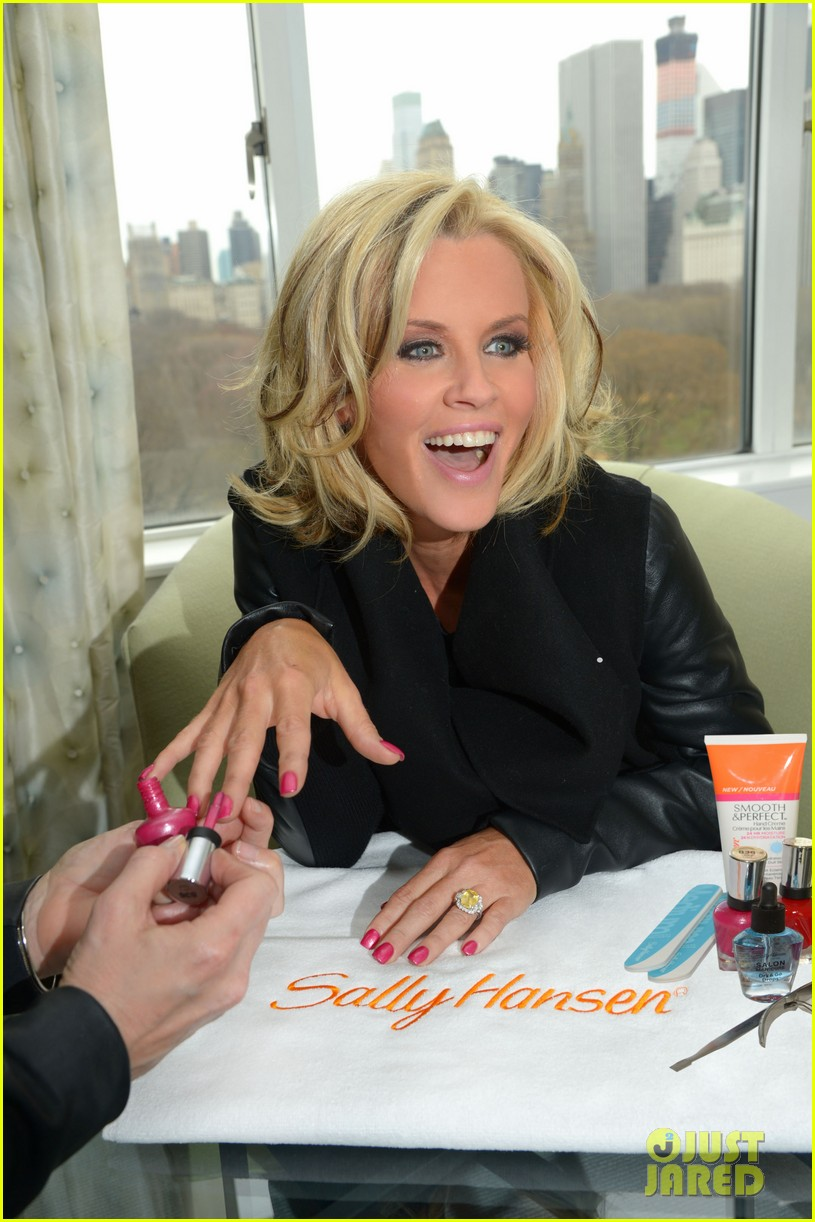 jenny mccarthy donnie wahlberg engaged see huge engagement ring 023093324