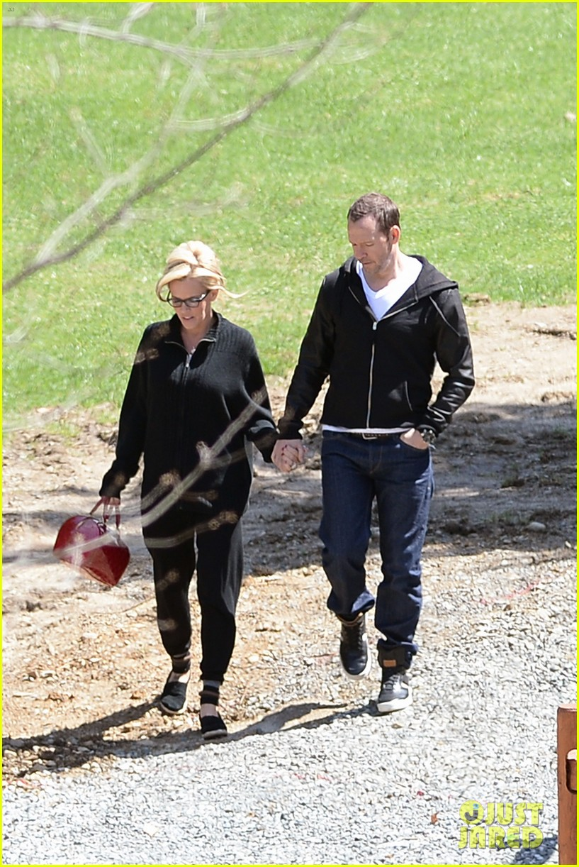 jenny mccarthy donnie wahlberg spotted upstate new york 03
