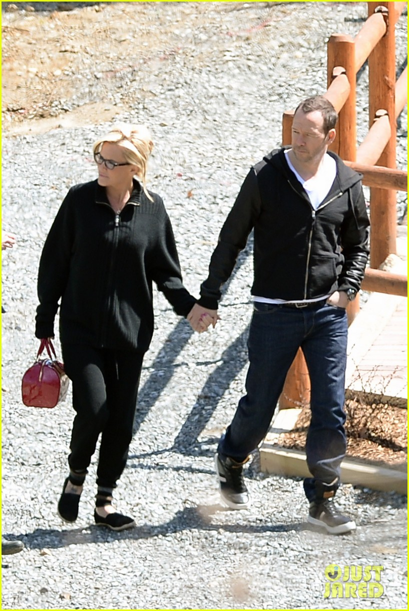 jenny mccarthy donnie wahlberg spotted upstate new york 063094122