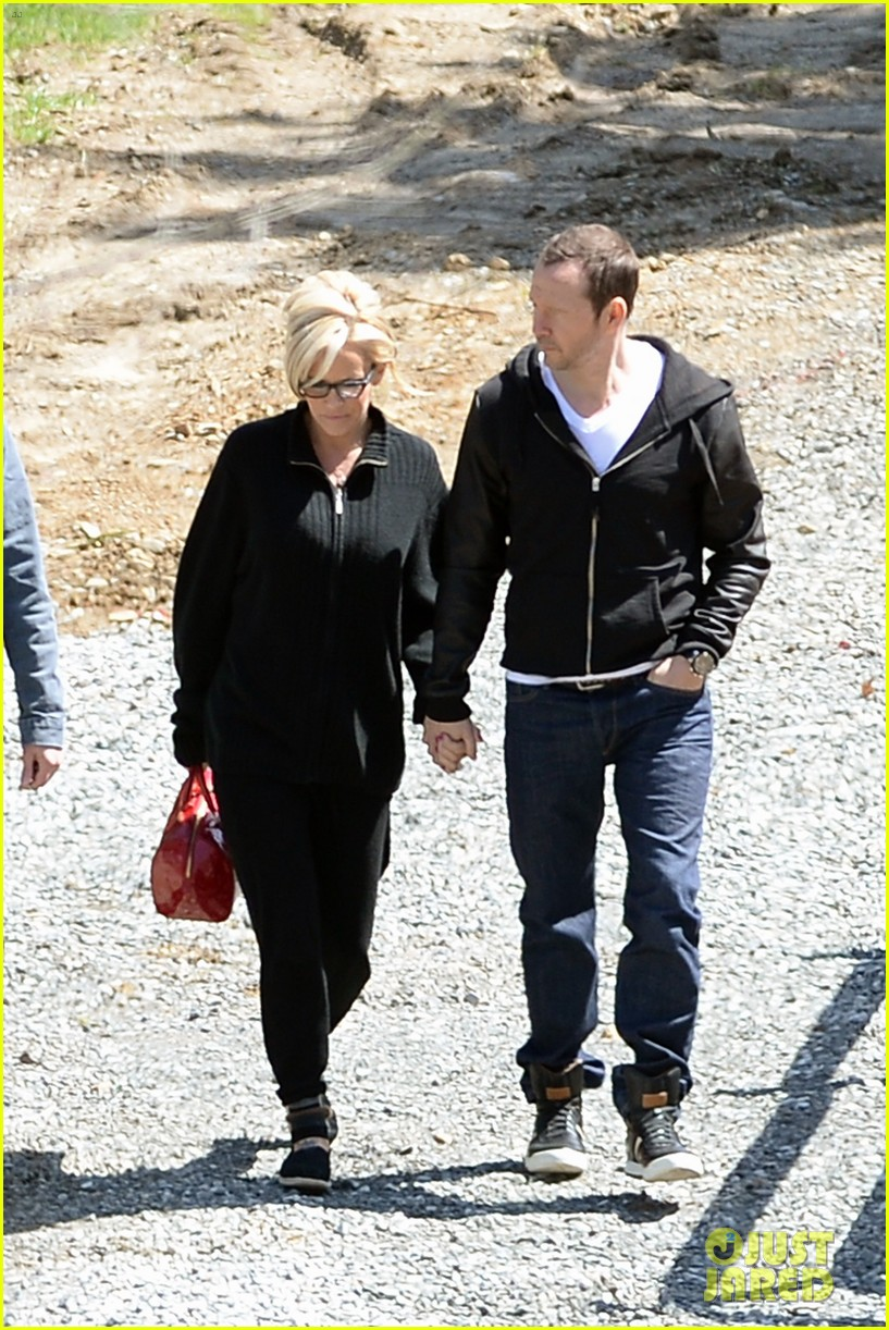 jenny mccarthy donnie wahlberg spotted upstate new york 103094126