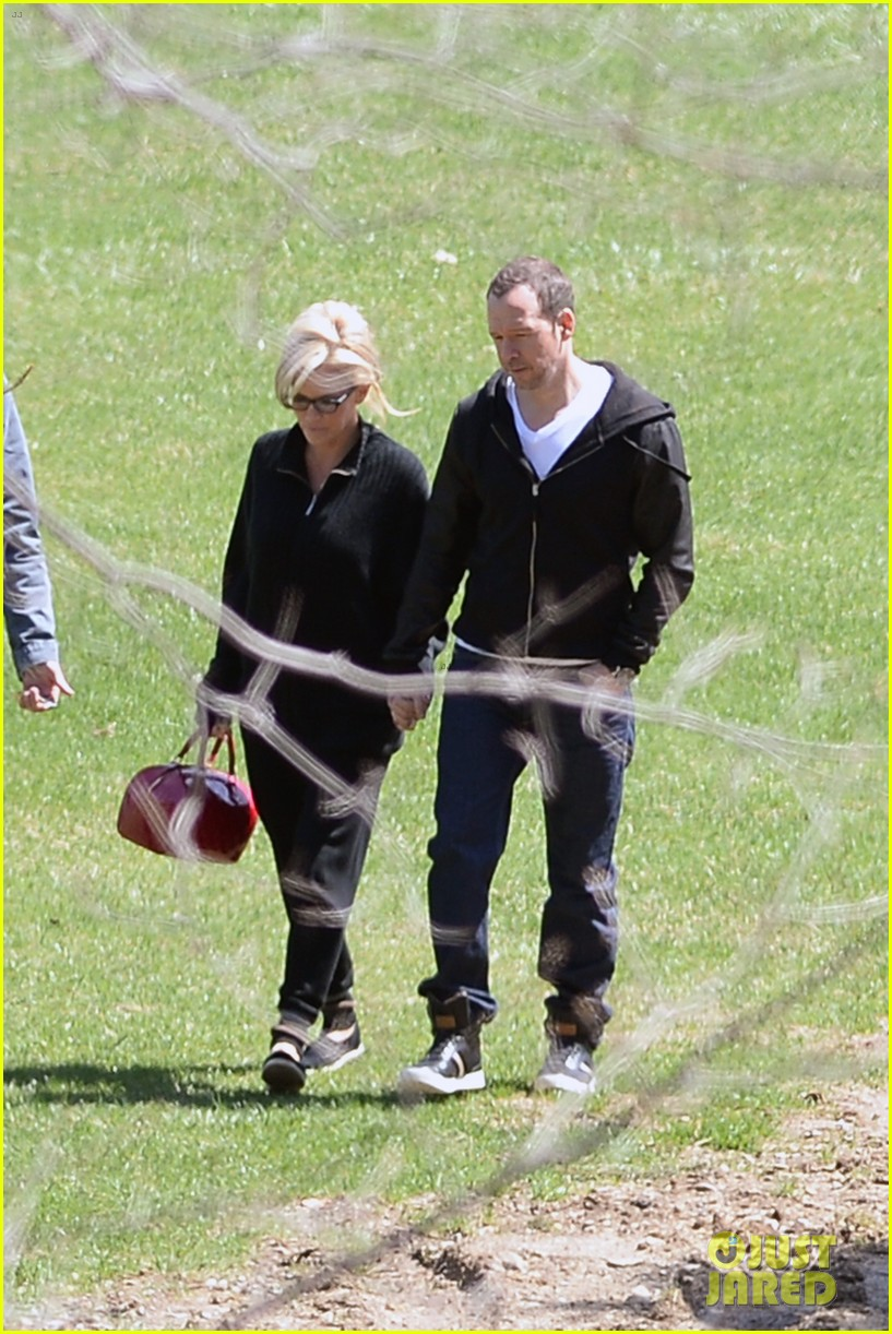 jenny mccarthy donnie wahlberg spotted upstate new york 123094128