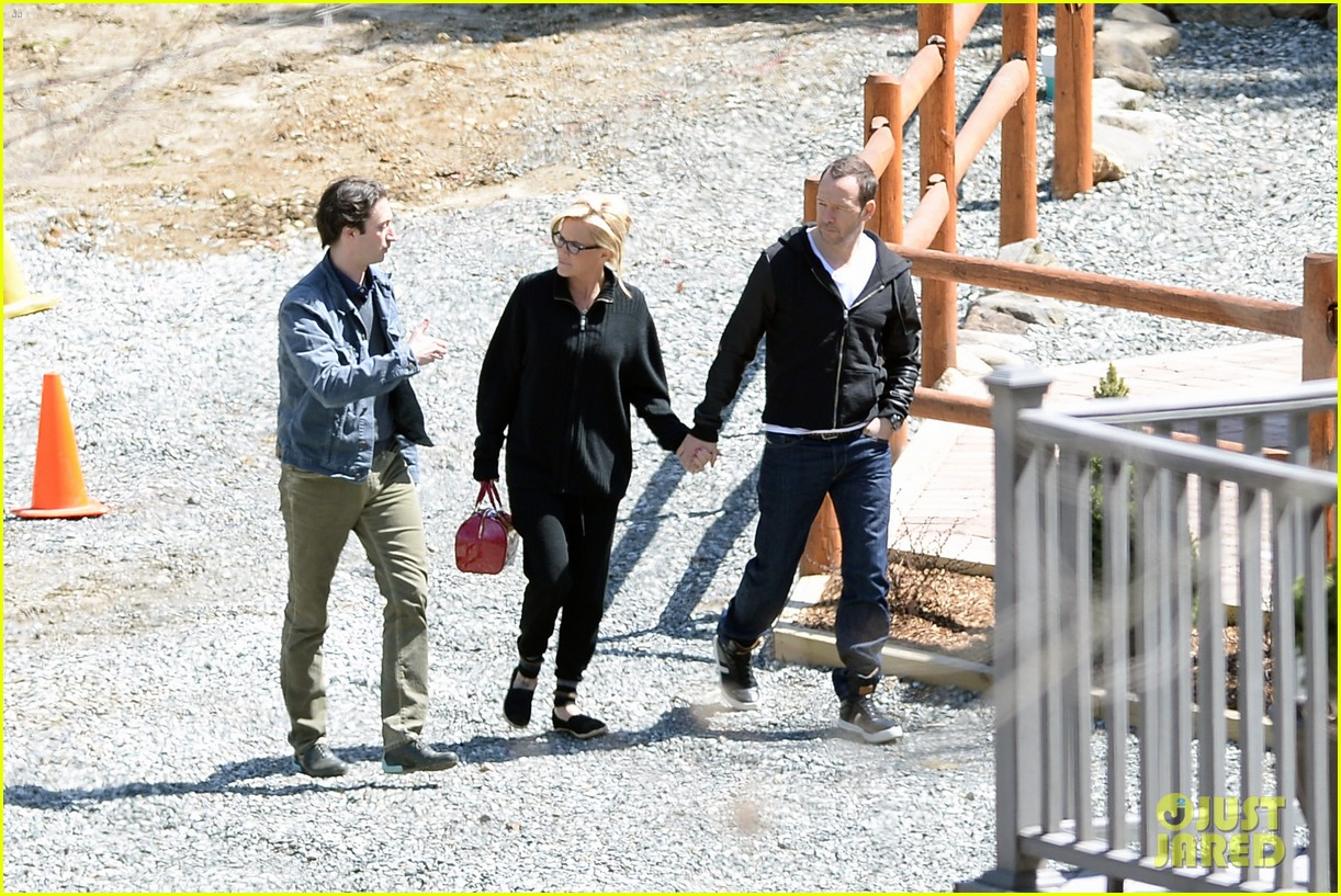 jenny mccarthy donnie wahlberg spotted upstate new york 193094135