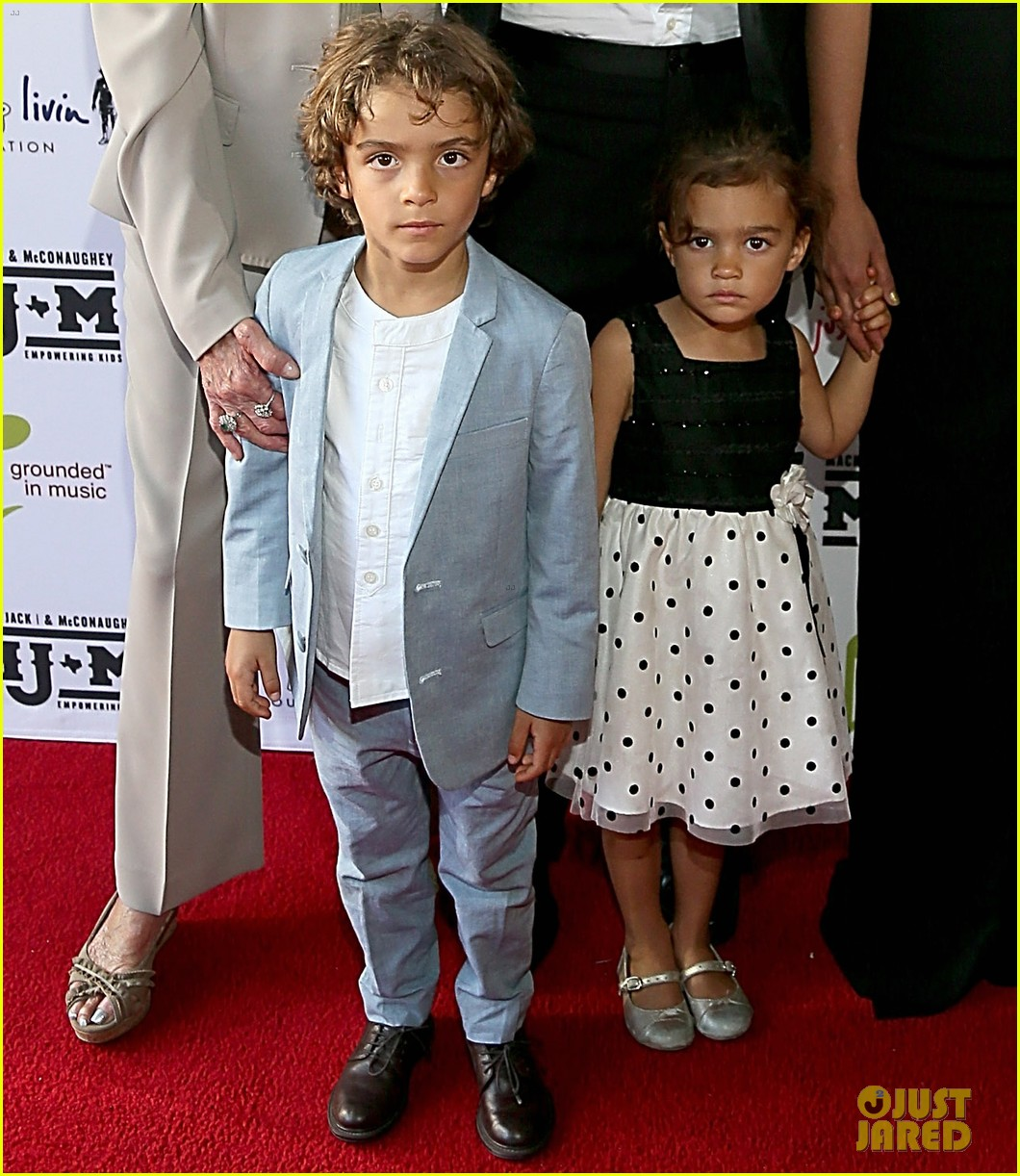 matthew mcconaughey brings the whole family to the mack jack mcconaughey gala 043098977