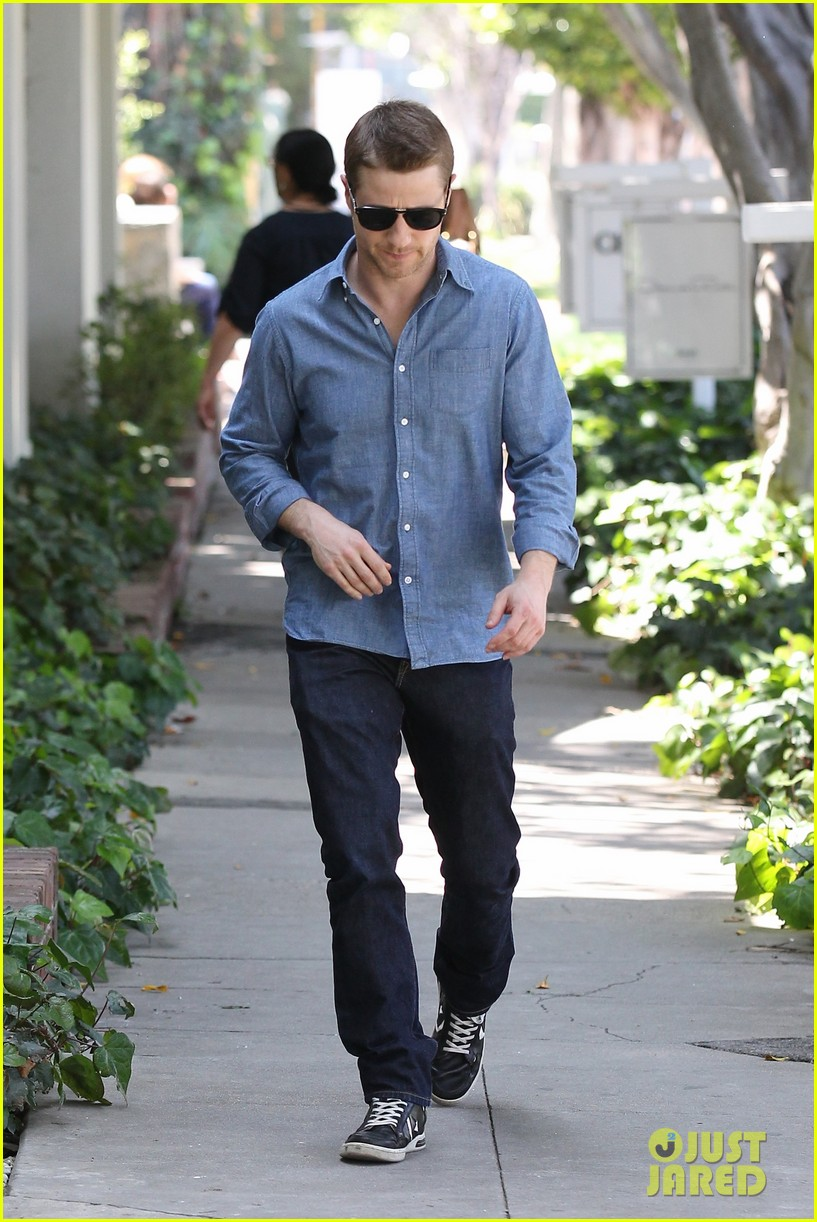 ben mckenzie recommends reading the cartel for inside look at ncaa flaws 013093840