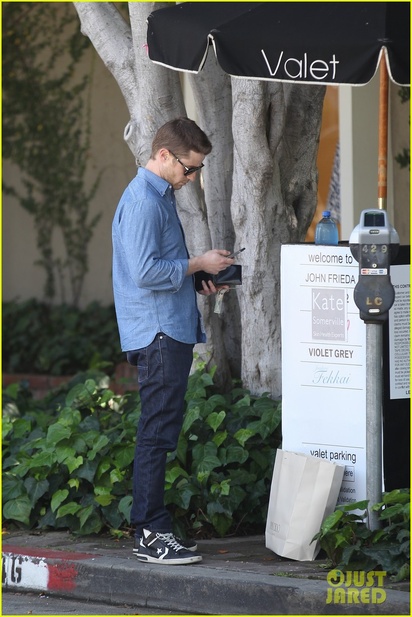 ben mckenzie recommends reading the cartel for inside look at ncaa flaws 033093842