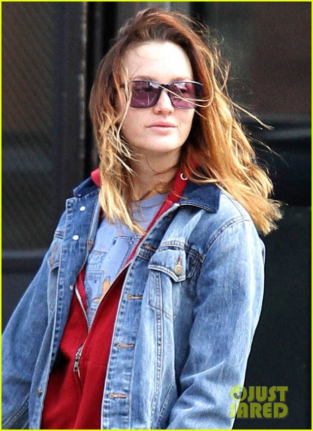 leighton meester windy walk pups pda adam brody 01