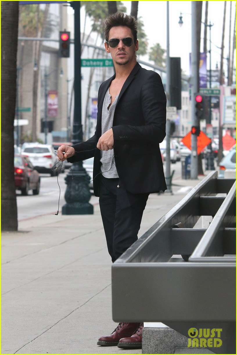 jonathan rhys meyers pictures are a great friday treat 053089094